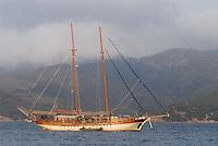 - yacht anchored in the gulf of Portoferraio, Elba island....- yacht ancorato nella rada di Portoferraio, isola d'Elba