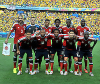 FORTALEZA - BRASIL -04-07-2014. Jugadores de Colombia (COL) posan para una foto de grupo durante los actos protocolarios previo al partido de los cuartos de final con Brasil (BRA) por la Copa Mundial de la FIFA Brasil 2014 jugado en el estadio Castelao de Fortaleza./ Players of Colombia (COL) pose to a photo during the formal events prior the match of the Quarter Finals with Brazil (BRA) for the 2014 FIFA World Cup Brazil played at Castelao stadium in Fortaleza. Photo: VizzorImage / Alfredo Gutiérrez / Contribuidor