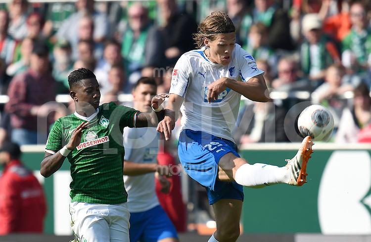 FUSSBALL   1. BUNDESLIGA   SAISON 2013/2014   31. SPIELTAG SV Werder Bremen - 1899 Hoffenhein                   19.04.2014 Jannik Vestergaard (re, 1899 Hoffenheim) gegen Eljero Elia (li, SV Werder Bremen)