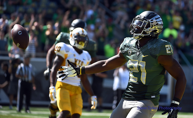 Oregon running back Royce Freeman (21) scores a touchdown during the third quarter of the college football game against Wyoming at Autzen Stadium on Saturday, Sept. 13, 2014 in Eugene, Ore. (AP Photo/Steve Dykes)