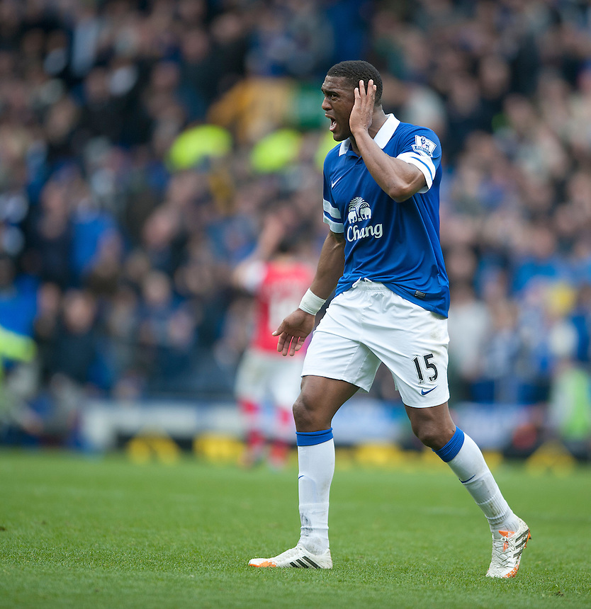 Everton's Sylvain Distin applauds the fans after the final whistle<br /> <br /> Photo by Stephen White/CameraSport<br /> <br /> Football - Barclays Premiership - Everton v Arsenal - Sunday 6th April 2014 - Goodison Park - Liverpool<br /> <br /> &copy; CameraSport - 43 Linden Ave. Countesthorpe. Leicester. England. LE8 5PG - Tel: +44 (0) 116 277 4147 - admin@camerasport.com - www.camerasport.com