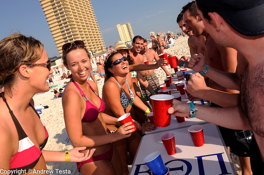 USA. Panama City Beach. 12th March 2009..girls vs boys in a drinking match.©Andrew Testa
