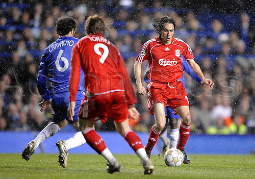 30 April 2008: Liverpool midfielder Yossi Benayoun with the ball during the UEFA Champions League semi-final, 2nd leg between Chelsea and Liverpool played at Stamford Bridge. Chelsea won the game 3-2 after extra time, 4-3 on aggregate. Photo: Actionplus....080430 soccer football player