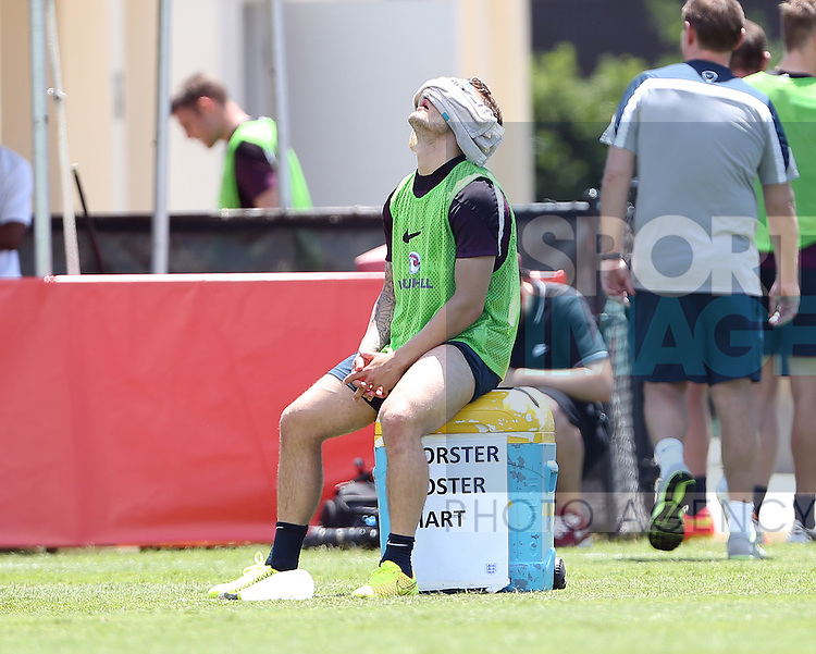 England's Jack Wilshere has a cold towel over his head during training<br /> <br /> England Training &amp; Press Conference  - Barry University - Miami - USA - 06/06/2014  - Pic David Klein/Sportimage