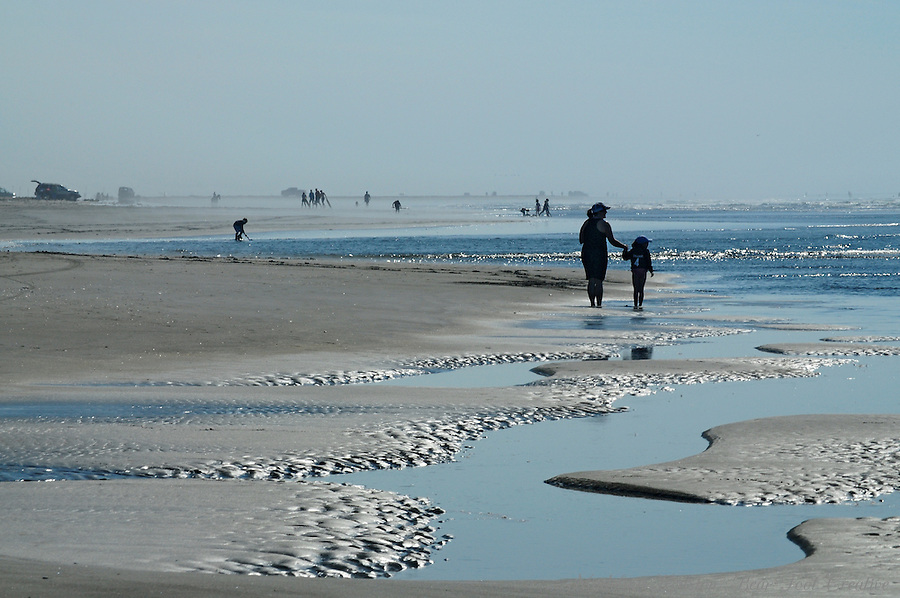 A sunny day at Grayland Beach State Park in Grayland, Washington.