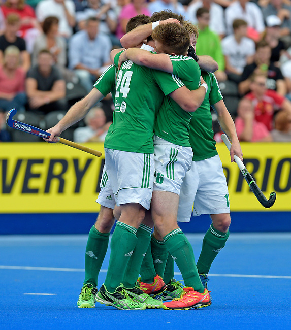 ENG - London, England, August 29: Players of Ireland celebrate after winning the bronze medal after defeating England 4-2 during the men bronze medal match between Ireland (green) and England (red) on August 29, 2015 at Lee Valley Hockey and Tennis Centre, Queen Elizabeth Olympic Park in London, England. Final score 4-2 (2-2). (Photo by Dirk Markgraf / www.265-images.com) *** Local caption *** Shane O'DONOGHUE #16 of Ireland, Kyle GOOD #24 of Ireland, Kirk SHIMMINS #15 of Ireland, Jonathan BRUTON #25 of Ireland