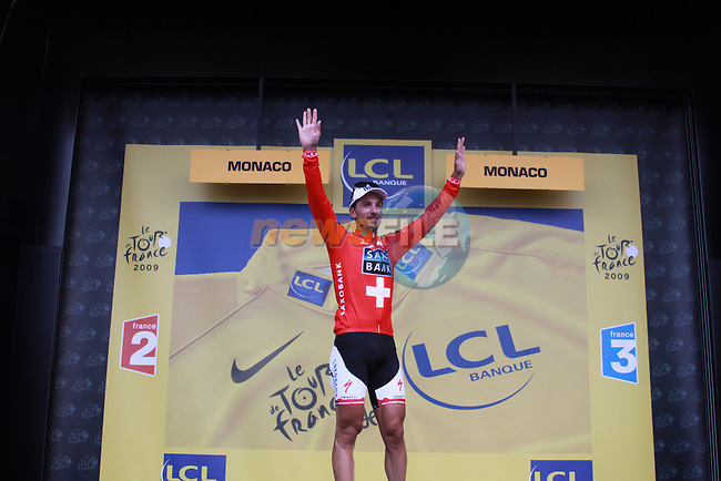 Fabian Cancellara celebrates winning the first stage prologue in the 2009 Tour de France, 4th July 2009 (Photo by Manus OReilly/NEWSFILE)