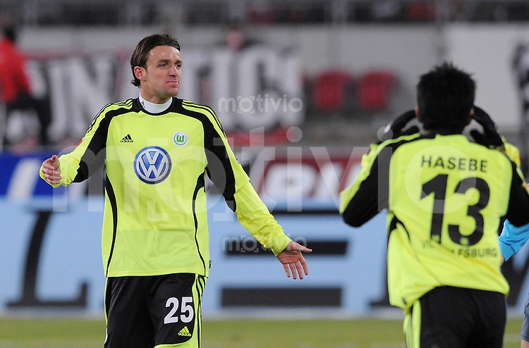 Fussball 1. Bundesliga   Saison   2009/2010  18. Spieltag  16.01.2010 VfB Stuttgart - VfL Wolsfburg Christian Gentner  (VfL Wolfsburg) ratlos