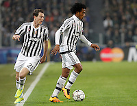 Calcio, andata degli ottavi di finale di Champions League: Juventus vs Bayern Monaco. Torino, Juventus Stadium, 23 febbraio 2016. <br /> Juventus' Juan Cuadrado, right, in action past his teammate Stephan Lichsteiner during the Champions League round of 16 first leg soccer match between Juventus and Bayern at Turin's Juventus Stadium, 23 February 2016.<br /> UPDATE IMAGES PRESS/Isabella Bonotto