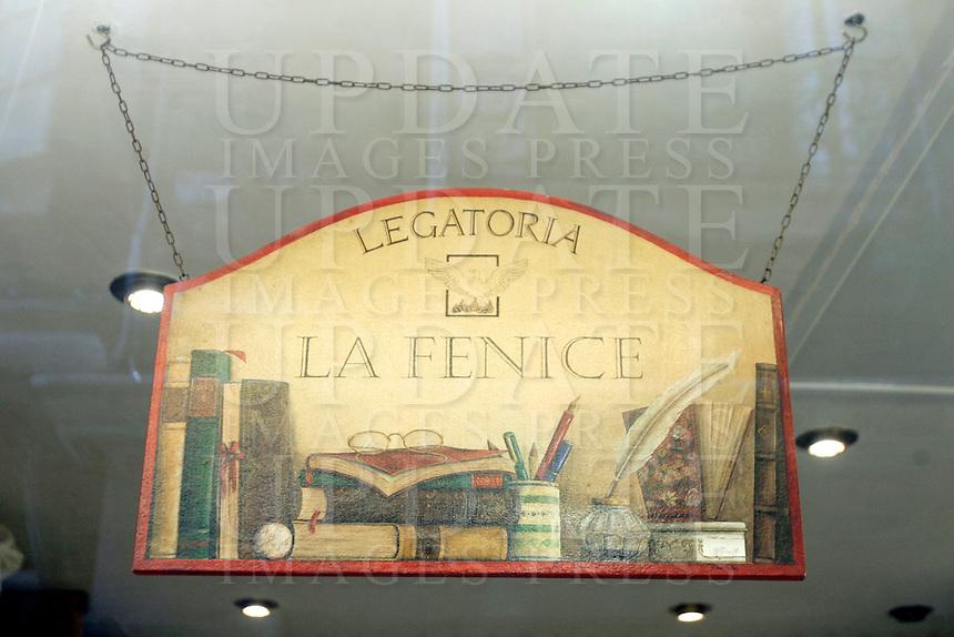L'insegna della Legatoria La Fenice, a Venezia.<br /> The signboard of the Legatoria La Fenice bindery in Venice.<br /> UPDATE IMAGES PRESS/Riccardo De Luca
