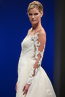 NEW YORK, NY, 08.10.2016 - BRIDAL-NEW YORK - Modelo durante desfile da grife para noivas Casablanca no New York International Bridal Week no Pier 94 na ilha de Manhattan em New York neste sábado, 08. (Foto: William Volcov/Brazil Photo Press)