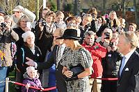 ALGEMEEN: JOURE: 21-11-2014, Bezoek Koningin Maxima bij de officiële opening van de Brede School, De koningin werd begeleid door burgemeester Arie Aalberts van de gemeente De Friese Meren en CdK voor friesland John Jorritsma, ©foto Martin de Jong