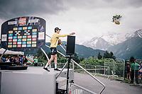 Geraint Thomas (GBR/SKY) wins the 70th Dauphiné and throws his victory flowers into the crowd<br /> <br /> Stage 7: Moûtiers > Saint-Gervais Mont Blanc (129km)<br /> 70th Critérium du Dauphiné 2018 (2.UWT)