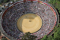 BOGOTA-COLOMBIA-22-01-2012.Panorámica de la plaza de toros ,panoramic view of the bullring. .Photo: VizzorImage/Felipe Caicedo.