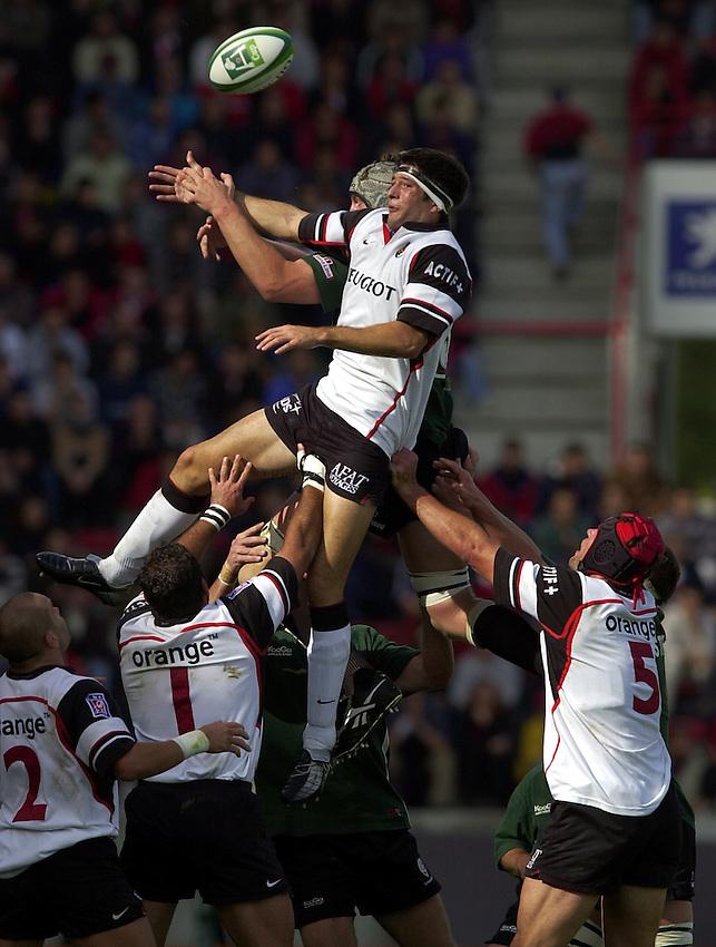 Photo. Richard Lane. .Toulouse v London Irish. Heineken Cup. 12-10-2002..Jean Bouilhou takes a lineout.