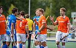 UTRECHT - Jasper Brinkman (Bldaal) met Jasper Luijkx (Kampong) na de hoofdklasse competitiewedstrijd mannen, Kampong-Bloemendaal (2-2) .   COPYRIGHT KOEN SUYK
