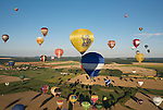 More than 400 hot air balloons took off almost simultaneously at the &quot;Lorraine Mondial Air Ballons 2013&quot;, setting a new world record. <br /> <br /> Plus de 400 montgolfi&egrave;res ont d&eacute;coll&eacute; presque simultan&eacute;ment lors du &quot;Lorraine Mondial Air Ballons 2013&quot; - un nouveau record mondial.