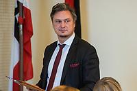 4. Sitzung des 2. Untersuchungsausschusses <br /> der 18. Wahlperiode des Berliner Abgeordnetenhaus - &quot;BER II&quot; - am Freitag den 12. Oktober 2018.<br /> Der Ausschuss soll die Ursachen, Konsequenzen und Verantwortung fuer die Kosten- und Terminueberschreitungen des im Bau befindlichen Flughafens &quot;Berlin Brandenburg Willy Brandt&quot; aufklaeren.<br /> Als oeffentlicher Tagesordnungspunkt war die Beweiserhebung durch Vernehmung des Zeugen  BER-Chef Prof. Dr.-Ing. Engelbert Luetke Daldrup vorgesehen.<br /> Im Bild: Der AfD-Fraktionsvorsitzende im Berliner Abgeordenetenhaus, Frank Hansel, vor Beginn der Sitzung.<br /> 12.10.2018, Berlin<br /> Copyright: Christian-Ditsch.de<br /> [Inhaltsveraendernde Manipulation des Fotos nur nach ausdruecklicher Genehmigung des Fotografen. Vereinbarungen ueber Abtretung von Persoenlichkeitsrechten/Model Release der abgebildeten Person/Personen liegen nicht vor. NO MODEL RELEASE! Nur fuer Redaktionelle Zwecke. Don't publish without copyright Christian-Ditsch.de, Veroeffentlichung nur mit Fotografennennung, sowie gegen Honorar, MwSt. und Beleg. Konto: I N G - D i B a, IBAN DE58500105175400192269, BIC INGDDEFFXXX, Kontakt: post@christian-ditsch.de<br /> Bei der Bearbeitung der Dateiinformationen darf die Urheberkennzeichnung in den EXIF- und  IPTC-Daten nicht entfernt werden, diese sind in digitalen Medien nach &sect;95c UrhG rechtlich geschuetzt. Der Urhebervermerk wird gemaess &sect;13 UrhG verlangt.]