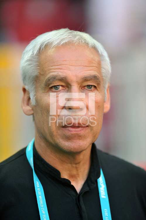France's Coach Pierre Mankowski during their FIFA U-20 World Cup Turkey 2013 Group Stage Group A soccer match France betwen USA at the Turk Telkom Arenain istanbul on June 24, 2013. Photo by Aykut AKICI/isiphotos.com