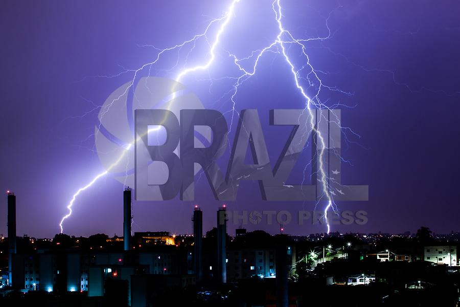SAO PAULO, SP - 11.01.2019 - CLIMA-SP - Raios sao vistos na cidade de São Paulo na madrugada desta sexta-feira (11) <br /> <br /> (Foto: Fabricio Bomjardim / Brazil Photo Press )