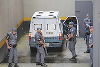 SANTO ANDRE, SP, 15 DE FEVEREIRO 2012 - JULGAMENTO LINDEMBERG ALVES - CASO ELOA - Lindemberg Alves, de 25 anos, chega ao Fórum de Santo André, no Grande ABC paulista, onde pode prestar depoimento, no terceiro e provável último dia do júri do caso Eloá. Ele é acusado pela morte da ex- namorada Eloá Cristina Pimentel, de 15 anos, em um conjunto habitacional de Santo André, em outubro de 2008. (FOTO: ADRIANO LIMA - BRAZIL PHOTO PRESS).
