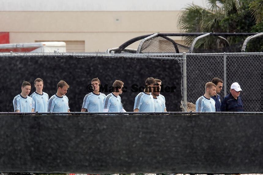 Nationalmannschaft kommt am Trainingsgelände an