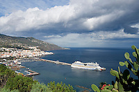 Spain, Canary Islands, La Palma, Santa Cruz de La Palma: capital - cruise ship AIDA at harbour
