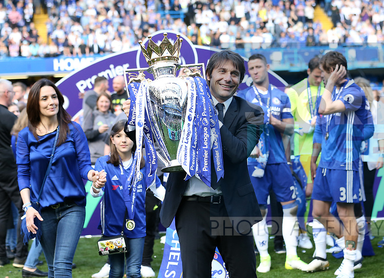 Chelsea's Antonio Conte celebrates with the trophy during the Premier League match at Stamford Bridge Stadium, London. Picture date: May 18th, 2017. Pic credit should read: David Klein/Sportimage