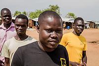 Mitglieder einer kommunalen Sicherheitspatrouille von Südsudanesen im Flüchtlingscamp BidiBidi, Uganda