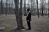 Rabbi Stone prays at a rest stop in Pennsylvania on his way home...©Andrew Testa