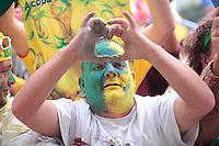 SÃO PAULO, SP - 26.06.2013: CONCENTRA SP - Torcedores nesta 4 feira (26) no Vale do Anhangabaú região central de São Paulo durante o jogo da seleção brasileira pela semifinal da Copa das Confederaões. (Foto: Marcelo Brammer/Brazil Photo Press)