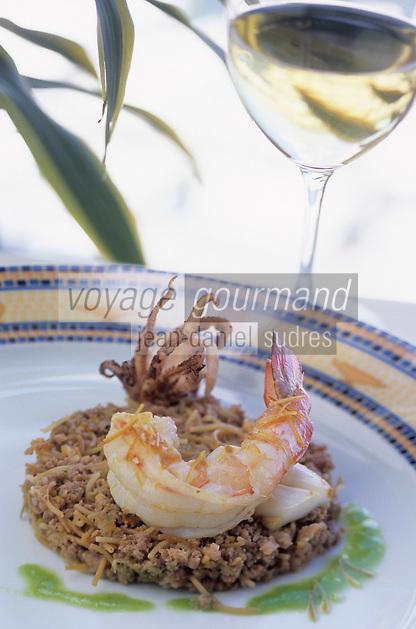 """Europe/France/Provence-Alpes-Côtes d'Azur/06/Alpes-Maritimes/Cannes : Calamars et gambas au jus d'herbes - Recette de Jean-Jacques Martin chef du restaurant """"Le Méditerranée"""" de l'hôtel """"Sofitel"""""""