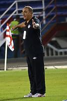 BARRANQUILLA- COLOMBIA - 25-09-2013: Miguel A. Lopez, director tecnico del Atletico Junior durante el partido en el estadio Metropolitano Roberto Melendez de la ciudad de Barranquilla, septiembre 25 de 2013. Atletico Junior y Deportes Quindio durante partido por la undecima  fecha de las de la Liga Postobon II. (Foto: VizzorImage / Alfonso Cervantes / Str). Miguel A. Lopez, coach of Atletico Junior during a math in the Metropolitano Roberto Melendez Stadium in Barranquilla city, September 25, 2013. Atletico Junior and Deportes Quindio in a match for the eleventh round of the Postobon League II. (Photo: VizzorImage / Alfonso Cervantes / Str).