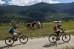 Enfant en Vtt et chevaux pr&egrave;s de  Guillestre.<br /> Children on montounain bike nearby Guillestre