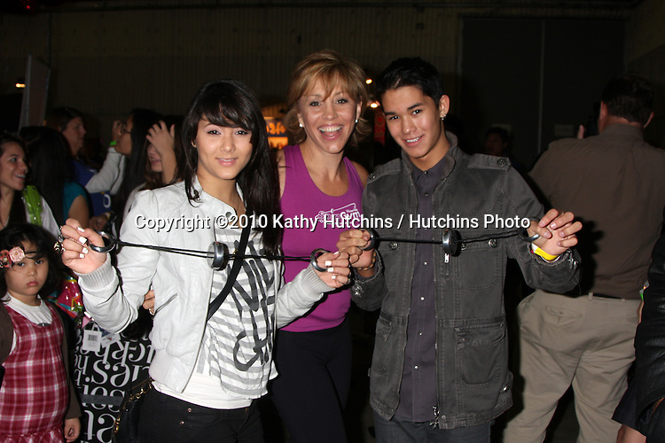 LOS ANGELES - NOV 20:  FIvel Stewart, Forbes Riley,  & BooBoo Stewart at the Connected's Celebrity Gift Suite celebrating the 2010 American Music Awards at Ben Kitay Studios on November 20, 2010 in Los Angeles, CA