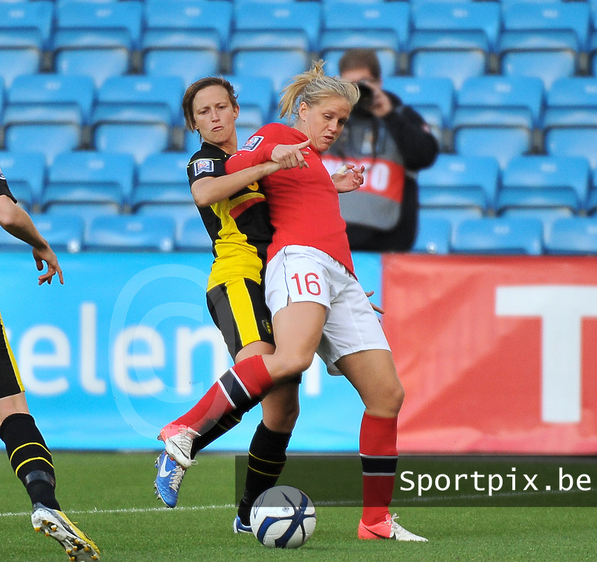 20130925 - OSLO , NORWAY : Belgian Niki De Cock pictured defending on Norwegian Elise Thorsnes (16) during the female soccer match between Norway and Belgium , on the second matchday in group 5 of the UEFA qualifying round to the FIFA Women World Cup in Canada 2015 at the Ullevaal Stadion , Oslo . Wednesday 25th September 2013. PHOTO DAVID CATRY