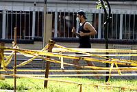 BOGOTA - COLOMBIA, 27-04-2020: Hoy se dio inicio a la reactivación deportiva individual en la ciudad de Bogota durante el día 39 de la cuarentena total en la capital de la Republica causada por la pandemia  del Coronavirus, COVID-19. / Today the individual sports revival began in the city of Bogota on day 39 of the total quarantine in the capital of the Republic caused by the Coronavirus pandemic, COVID-19. / Photo: VizzorImage / Luis Ramirez / Staff.