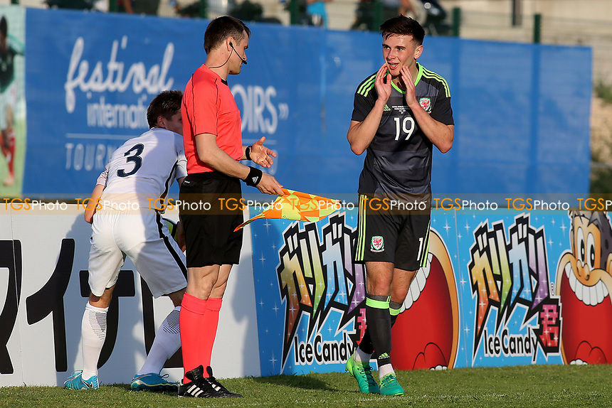 Mark Harris of Wales U20 looks at the Assistant Referee in disbelief as he awards a throw-in to France during France Under-20 vs Wales Under-20, Toulon Tournament Football at Stade de Lattre-de-Tassigny on 30th May 2017