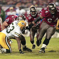 Warrick Dunn runs the ball as his Tampa bay Buccaneers defeat the Green Bay Packers 29-10 December 26, 1999.  (Photo by Brian Cleary/www.bcpix.com)