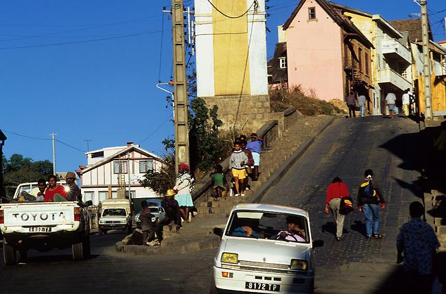 Antananarivo, scene de rue sur les collines de la ville. *** Street scene in Antananarivo.