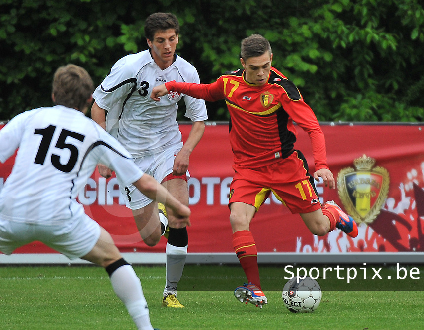 Georgia U19 - Belgium U19 : Leandro Trossard (17) and Lasha Dvali (3)<br /> foto DAVID CATRY / Nikonpro.be