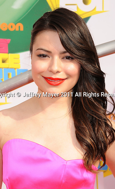 LOS ANGELES, CA - APRIL 02: Miranda Cosgrove arrives at Nickelodeon's 24th Annual Kids' Choice Awards at Galen Center on April 2, 2011 in Los Angeles, California.
