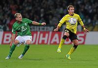 FUSSBALL   1. BUNDESLIGA   SAISON 2011/2012    9. SPIELTAG  14.10.2011 SV Werder Bremen - Borussia Dortmund                  Mario Goetze (re, Borussia Dortmund) gegen Andreas Wolf (SV Werder Bremen)
