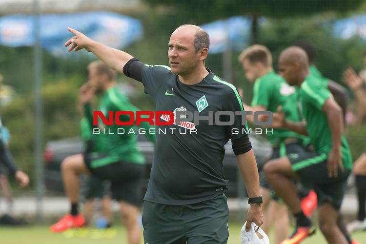 24.07.2016, Sportplatz, Zell am Ziller, AUT, TL Werder Bremen 2016 - Training Tag 03 -02, <br /> <br /> im Bild<br /> Viktor Skripnik (Trainer Werder Bremen) <br /> Gestik, Mimik,<br /> Einzelaktion, Halbk&ouml;rper / Halbkoerper,<br /> <br /> <br /> Foto &copy; nordphoto / Kokenge