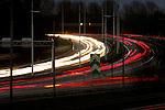 Een stroom verkeer bestaande uit auto's, vrachtwagens en trucks trek sporen over het asfalt op de snelweg A27 kruising A12 bij Utrecht. COPYRIGHT TON BORSBOOM