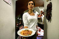 Una cameriera mostra un piatto di spaghetti al pomodoro nella Trattoria Il Mulattiere, a Sanremo.<br /> A waitress shows a spaghetti with tomato sauce dish at the Trattoria Il Mulattiere in Sanremo.<br /> UPDATE IMAGES PRESS/Riccardo De Luca