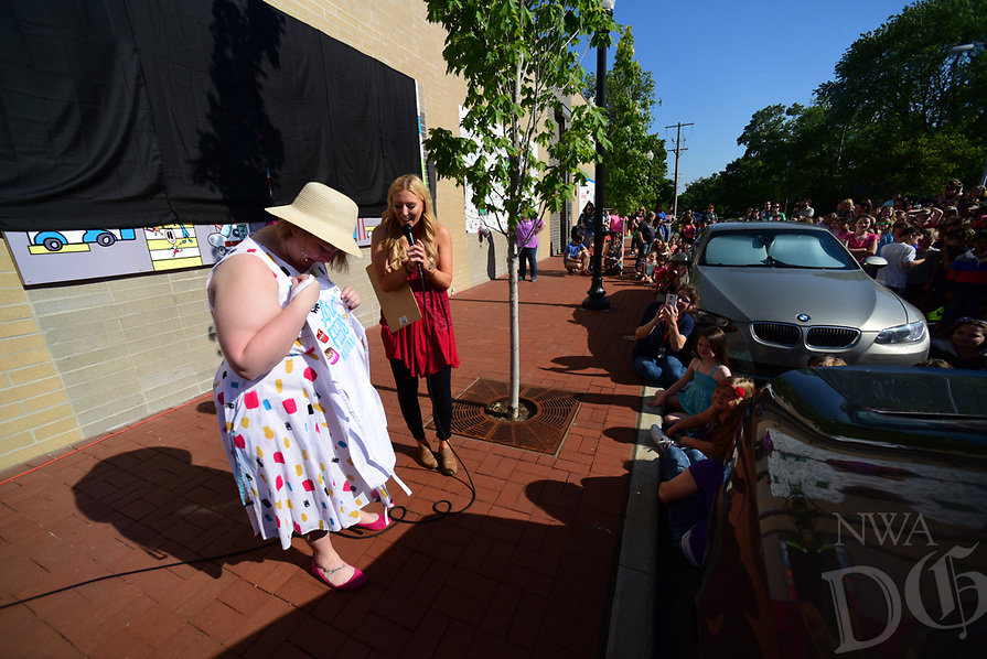 Northwest Arkansas Democrat Gazette/SPENCER TIREY Students from R.E. Baker Elementary School unveiling a mural, on the side of the Walmart Neighborhood Market in downtown Bentonville May 16, 2017, they worked on as part of the Arts Feed Program .