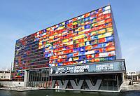 Nederland Hilversum 2016. Beeld en Geluid Gebouw bij het Media Park. Het gebouw is een ontwerp van Neutelings Riedijk Architecten. De glazen gevels zijn ontworpen door Jaap Drupsteen. Foto Berlinda van Dam