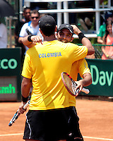 CALI - COLOMBIA - 05-04-2014: Juan Sebastian Cabal y Robert Farah de Colombia celebran la victoria sobre Victor Estrella y Jose Hernandez de Republica Dominicana durante el dia dos de partidos en el Grupo I de la Zona Americana de la Copa Davis, partidos entre Colombia y República Dominicana en Estadio de Tenis Alvaro Carlos Jordan en la ciudad de Cali. / Juan Sebastian Cabal and Robert Farah of Colombia celebrate the victory against Victor Estrella and Jose Hernandez of the Dominican Republic during day two in matches for the Group I of the American Zone Davis Cup, between Colombia and the Dominican Republic, at the Carlos Alvaro Jordan, Tennis  Stadium in the city of Cali. Photo: VizzorImage / Juan C Quintero / Str.