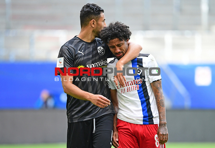 v.l. Aziz Bouhaddouz (Sandhausen), Jeremy Dudziak (HSV) in Traenen<br />Hamburg, 28.06.2020, Fussball 2. Bundesliga, Hamburger SV - SV Sandhausen<br />Foto: VWitters/Witters/Pool//via nordphoto<br /> DFL REGULATIONS PROHIBIT ANY USE OF PHOTOGRAPHS AS IMAGE SEQUENCES AND OR QUASI VIDEO<br />EDITORIAL USE ONLY<br />NATIONAL AND INTERNATIONAL NEWS AGENCIES OUT
